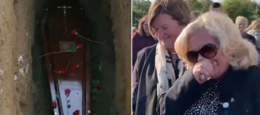 Hombre pidió a gritos que los sacaran de la tumba en su propio entierro  (VIDEO)