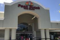 Cientos de personas acuden en masa a Penn Dutch en Margate para comprar sus productos por cierre