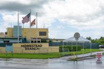 Manifestantes piden no reabrir centro de detención para menores inmigrantes en Homestead
