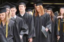 Funcionario de educación renunció por considerar que el programa federal de préstamos está «fundamentalmente roto»