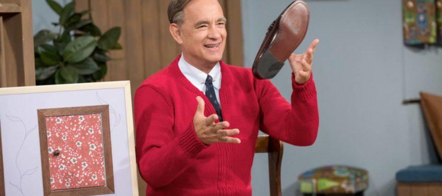 Tom Hanks interpreta a Fred Rogers en «A Beautiful Day in the Neighborhood» (Tráiler)