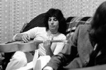 Publican video nunca antes visto de Freddie Mercury que muestra 10 minutos de su vida privada