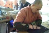 Video muestra como son sometidos a trabajo forzado los prisioneros en China