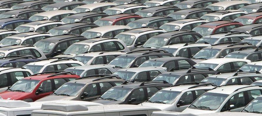 Trump ordena estudiar posibles aranceles a la importación de automóviles