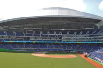 Miami-Dade abre centro de prueba con el sistema drive-thru en el Marlins Park