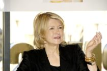 Trump considera indultar a la estrella de TV Martha Stewart