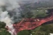 Impresionantes imágenes del volcán Kilauea mientras la lava llega al océano (+Video)