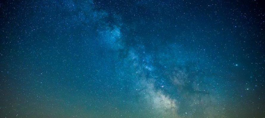 Descubren estrellas gigantes junto al agujero negro supermasivo de la Vía Láctea