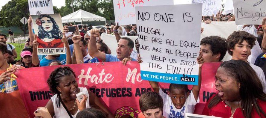 Protestaron a las puertas del centro de detención de niños migrantes en Homestead