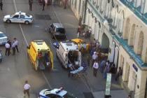 Cámara graba impactante momento cuanto taxi embiste a multitud en Moscú