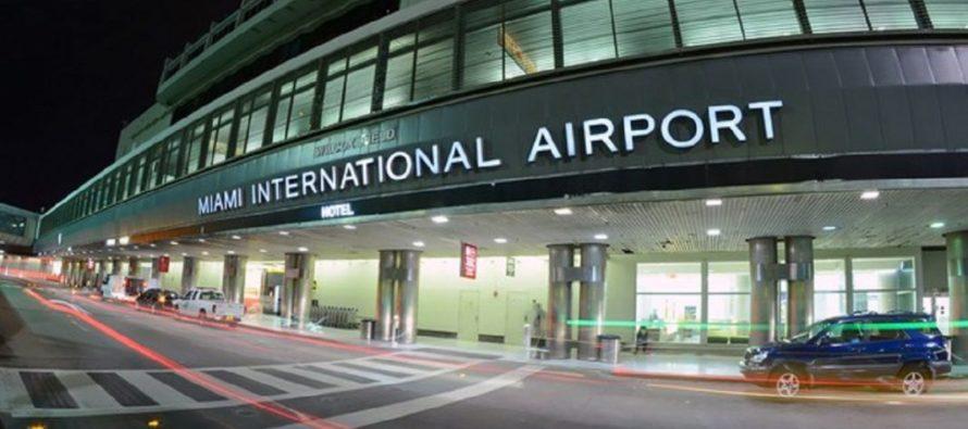 Congresistas tomarán acciones por salarios bajos de trabajadores del Aeropuerto de Miami