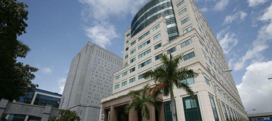 Fiscalía de Florida acusó a tres hombres por estafar a 14 hispanas con falso premio de lotería