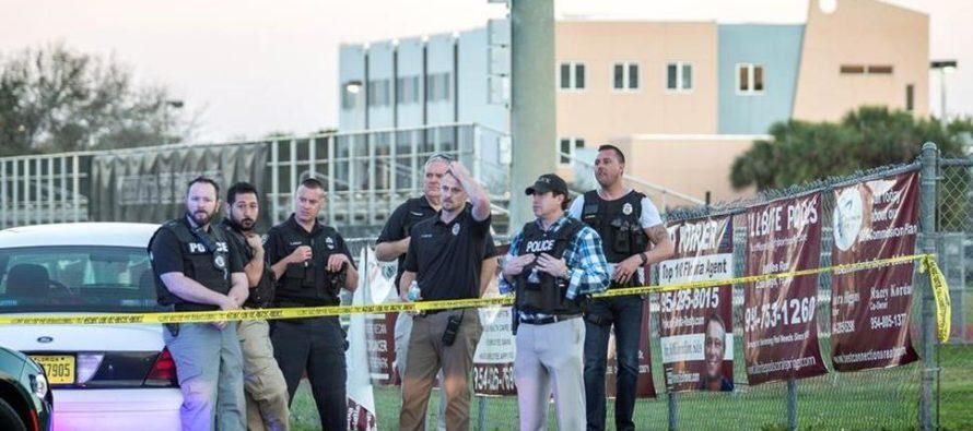 Reconocen a policía de Coral Spring por su respuesta en el tiroteo en Parkland