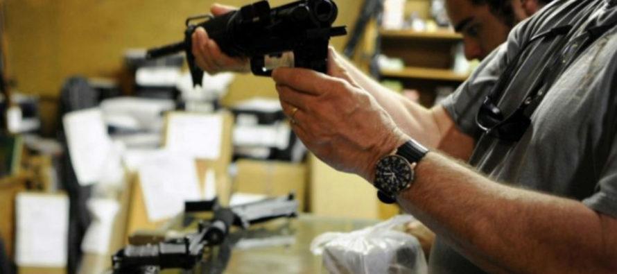 Errores al conceder permisos de portar armas balancean el Gobierno de Florida