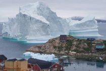 Iceberg amenaza a …¡Un pueblo! en Groenlandia