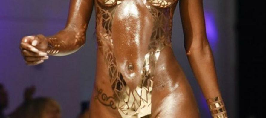 ¡Una sensual locura! Bañadores con cinta adhesiva debutan en Miami Swim Week