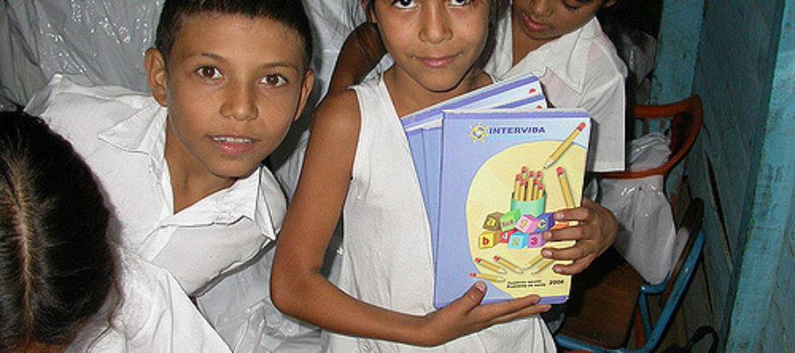 Organizan en Miami jornada de donación de uniformes y útiles para niños venezolanos