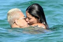«Chicharito» pasea por las playas de Miami con su nueva conquista Sarah Kohan