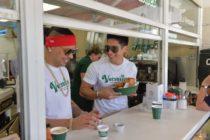 ¡EXCLUSIVA!Jacob Forever y Chyno Miranda se adueñaron del Versailles sirviendo café cubano