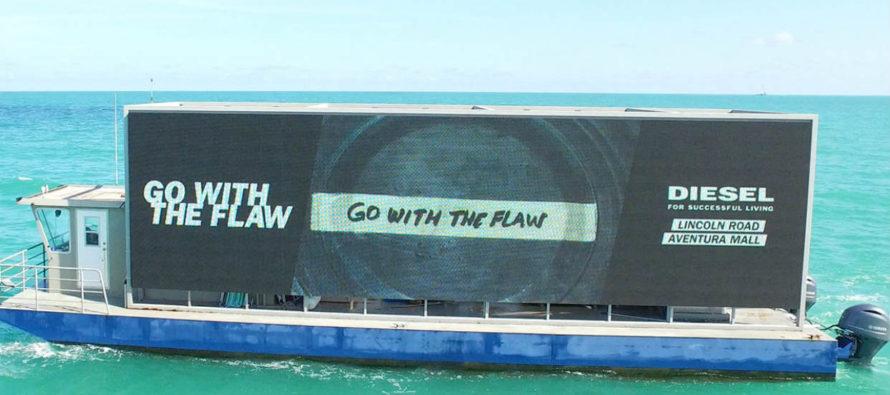 Para no perderse el Mundial de Rusia habilitan pantalla gigante en bote en las costas de Miami