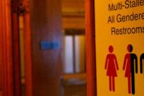 Estudiante transgénero de Florida podrá usar el baño de hombres