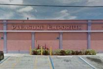 Agentes encubiertos arrestan a 13 hombres por «conducta inapropiada» en tienda erótica de Florida