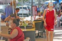 Sancionados restaurantes de Miami Beach por violar ordenanza de colocar letreros y mesas en las aceras