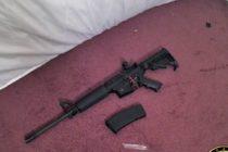 Joven publicó en redes sociales rifle AR-15 robado a la policía y lo arrestaron