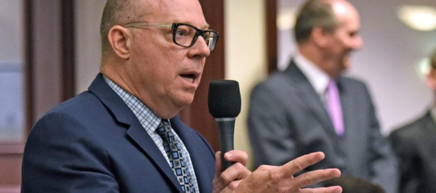David Richardson promueve campaña para abolir el ICE