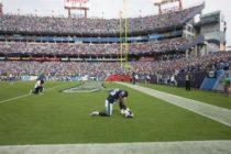 Dos jugadores de los Dolphins se arrodillaron durante el himno de EEUU