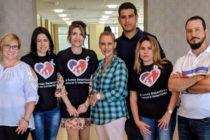Médicos cubanos protestan en Miami contra prohibición del régimen