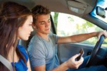 Más del 38% de los jóvenes textea mientras conduce
