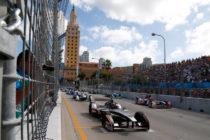 Un vehículo de Fórmula 1 sorprendió a los ciudadanos al recorrer Brickell