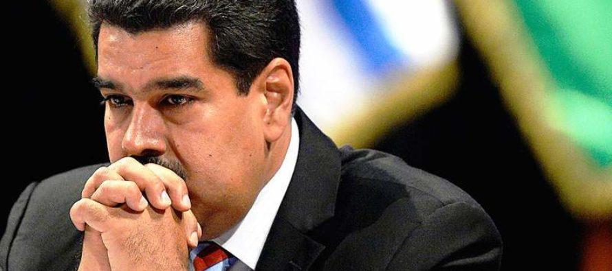 Rusos abandonan a Maduro
