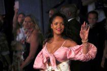 Así luce Rihanna en un día de cuarentena desde el balcón de su casa (foto)