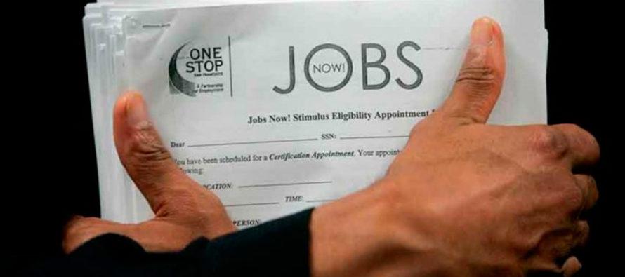Solicitudes de subsidio por desempleo en EEUU bajan a mínimos de 50 años
