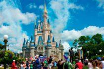 Disney World acordó con sus empleados aumentar el salario mínimo a 15 dólares por hora