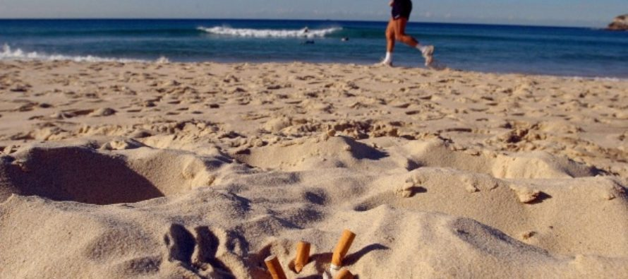 Colillas en la Playa: Plásticos y cigarrillos contaminan