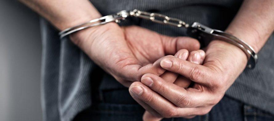 353 cargos le imputan a maestro que grababa secretamente a sus alumnas en Florida