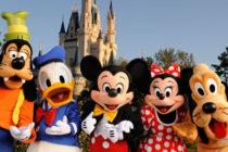 Presentan retrato para homenajear a Mickey Mouse en su 90º aniversario