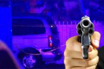 Autoridades encuentra a hombre baleado dentro de vehículo