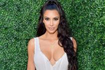 ¡Brutal! Kim Kardashian reventó las redes sociales con este mini top y falda