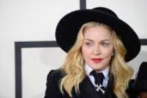 Madonna comenzó su show en Fillmore sin teléfonos ni aire acondicionado