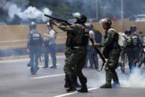 Proyecto de ley que restringe venta de armas al régimen de Nicolás Maduro pasa del comité a la Cámara de Representantes