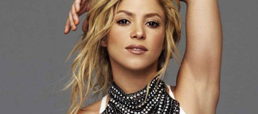 Te traemos el recuerdo de Shakira y su particular pose abriendo las piernas para la portada de un disco (+Foto)