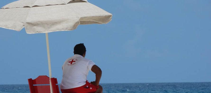 Hombre murió ahogado tras rescatar a sus hijos en la playa