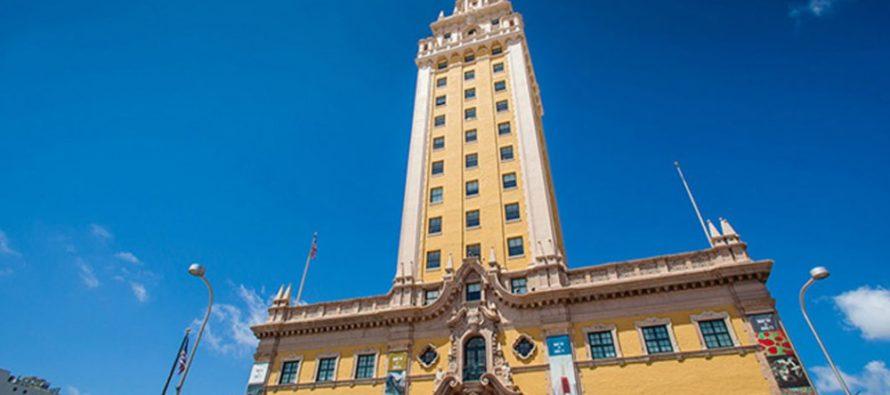 Torre de la Libertad se iluminará con colores de la bandera de Venezuela
