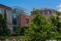 Manifestantes derribaron monumento confederado de la Universidad de Carolina del Norte