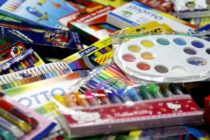 DCF se asocia con la Fundación Ticket to Dream para recolectar útiles escolares