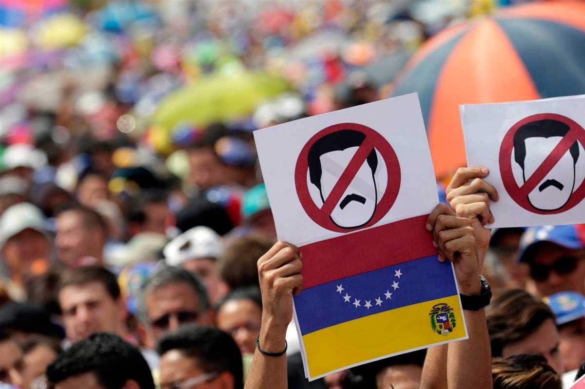 Senadores de EEUU presentan proyecto para otorgar TPS a venezolanos